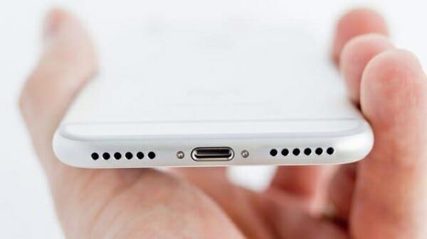 no carga el celular puerto usb dañado