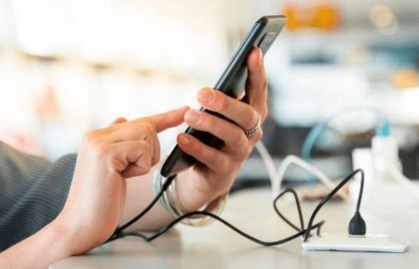 Celular no carga al estar conectado